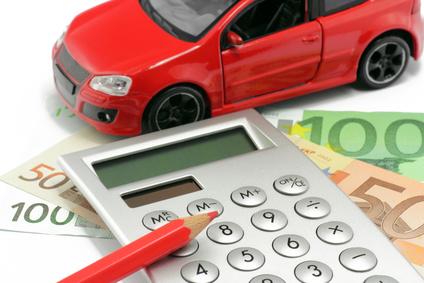 Artikelgebend ist der mögliche Autokauf im Ausland.